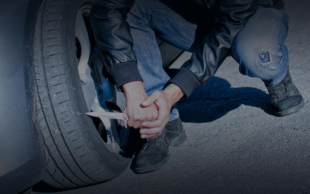 Мужчина по ночам резал колеса соседям — пострадало 76 машин