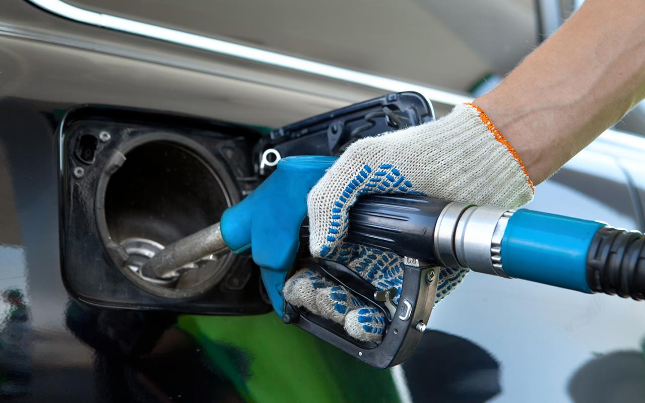 На заправке в Крету залили солярку вместо бензина. Владелица машины подала в суд
