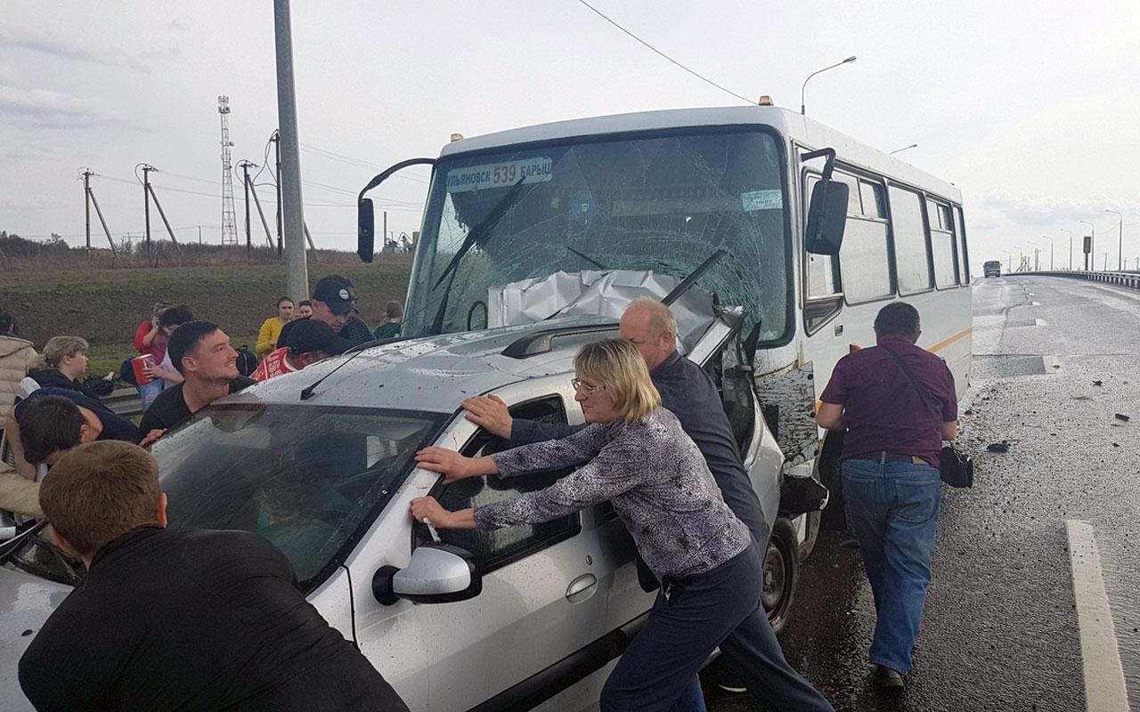 Автобус с людьми разнес четыре автомобиля. Много пострадавших