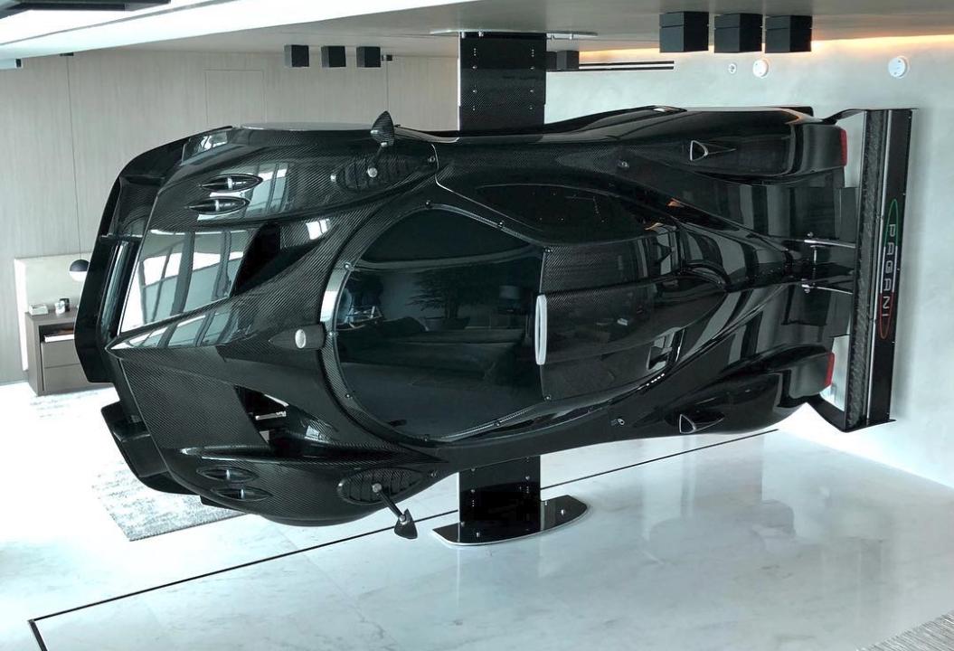 Причуды богатых: дорогущий суперкар Pagani Zonda R стал мебелью