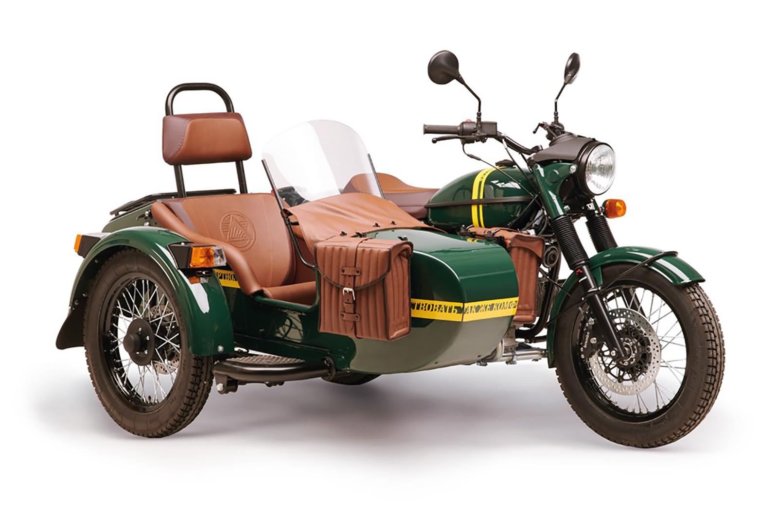 Новая версия мотоцикла Урал: теперь с канистрой водки