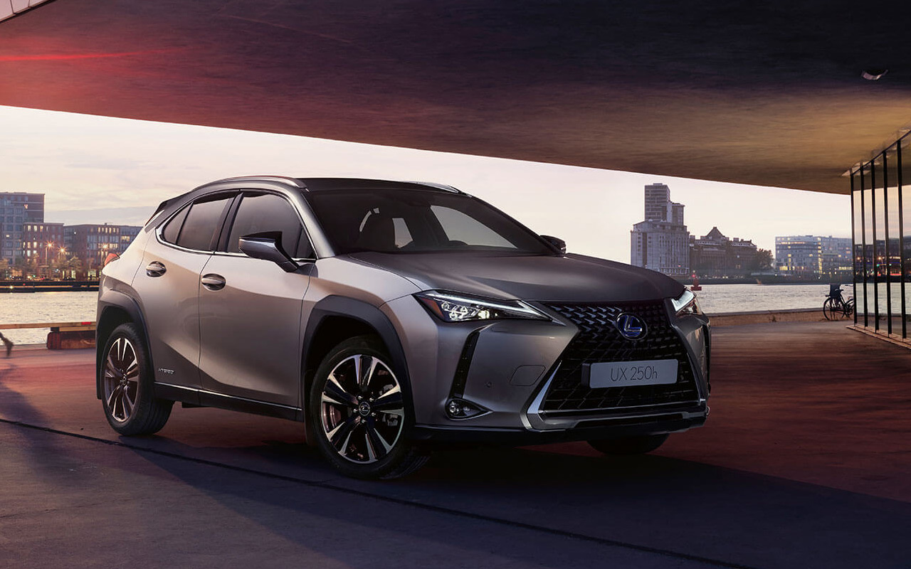 Lexus UX поступил в продажу