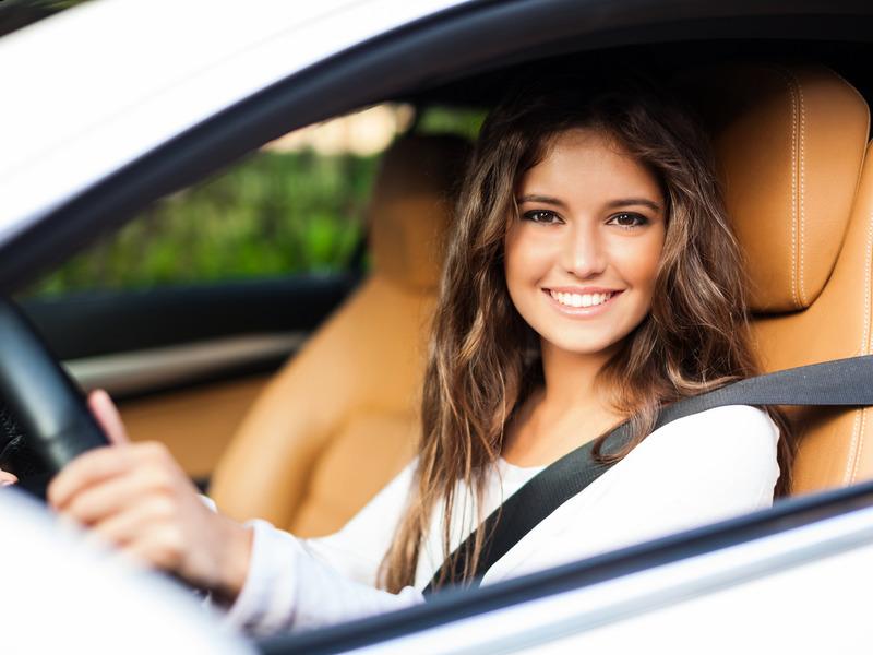 Картинки за рулем машины девушками