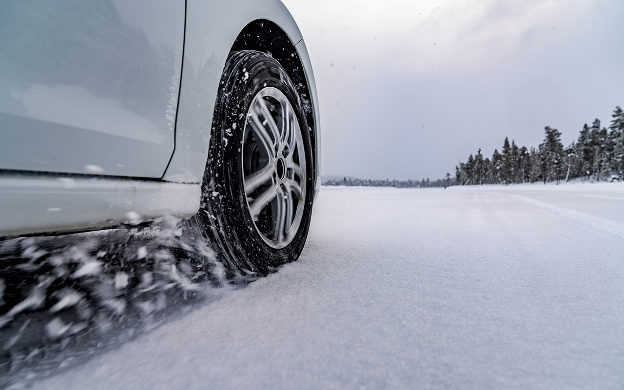 8 шипованных шин: тест на снегу