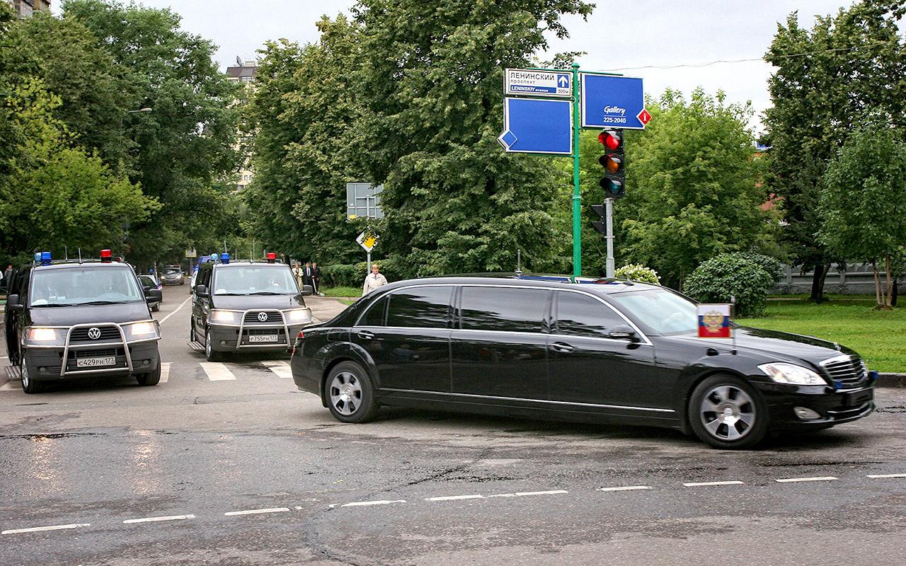 Автомобили первых лиц освободили от обязательной установки системы ГЛОНАСС/GPS