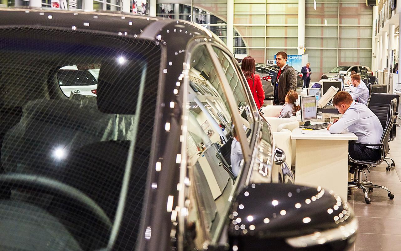 Водители не верят в светлое будущее: машин покупается все меньше