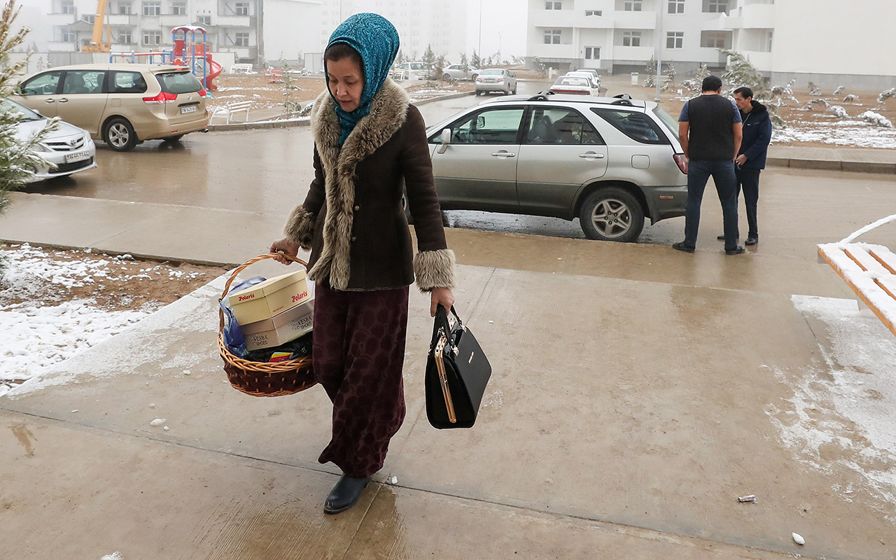 Уженщин Туркмении отбирают права. Облавы уже начались