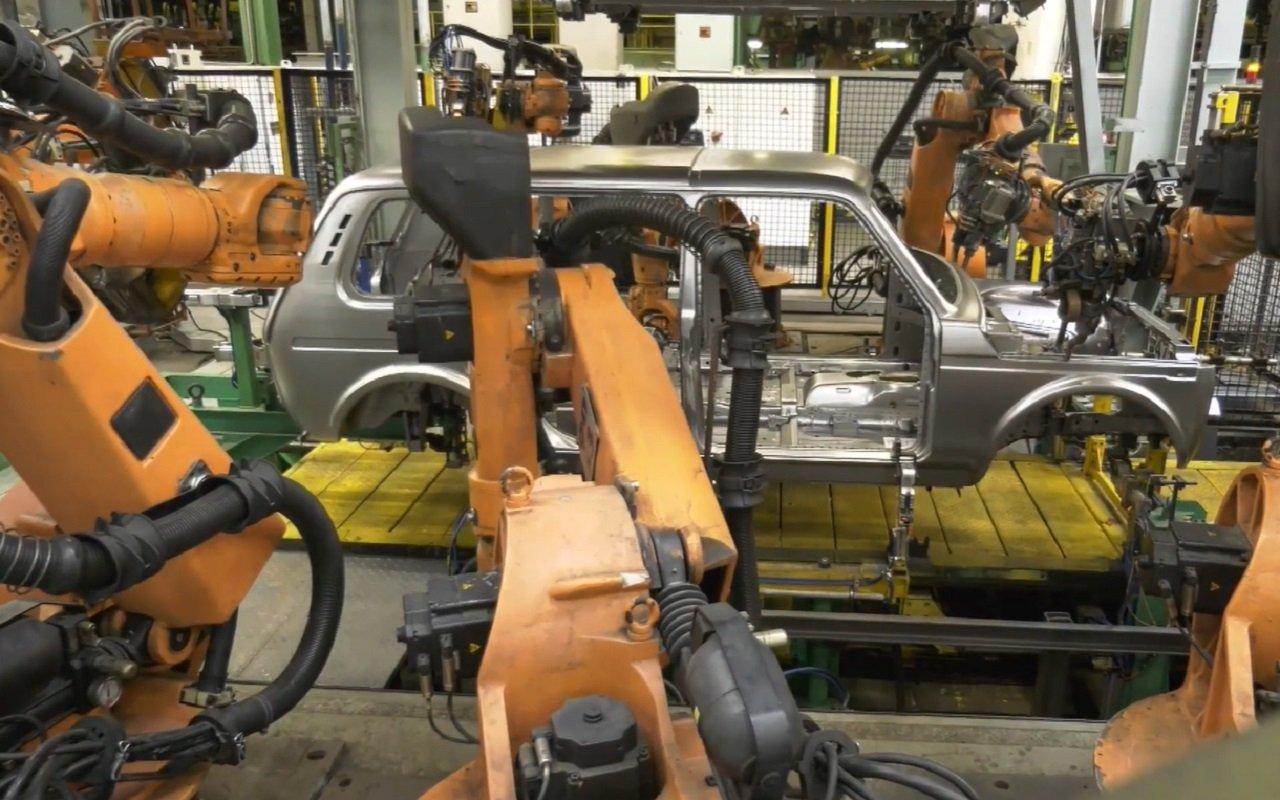 Сварку кузова длинной Lada 4x4 передали роботам
