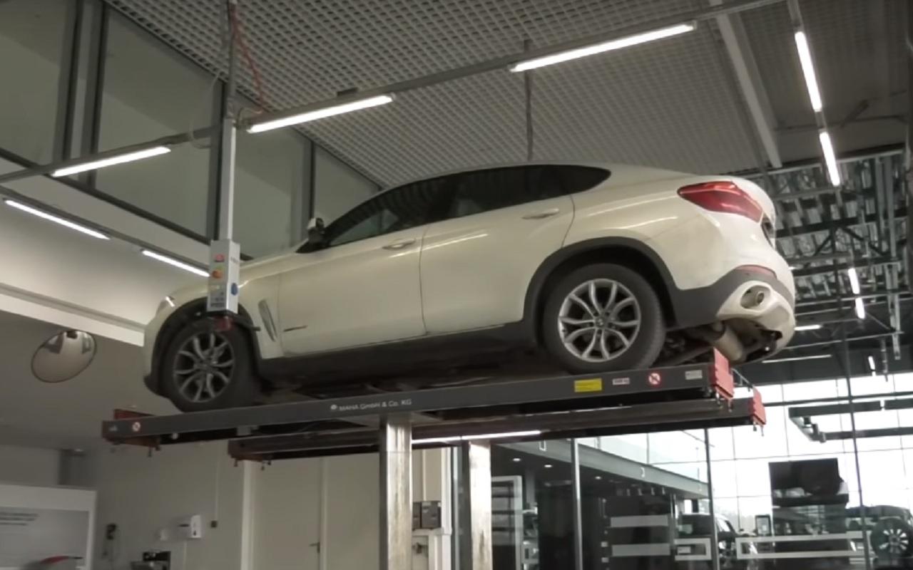 Автолюбитель пригнал на сервис BMW c гранатой под днищем