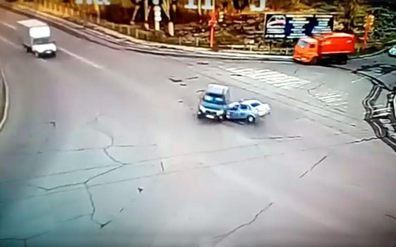 Двигаясь накрасный, машина ГИБДД влетела вкроссовер: трое пострадавших