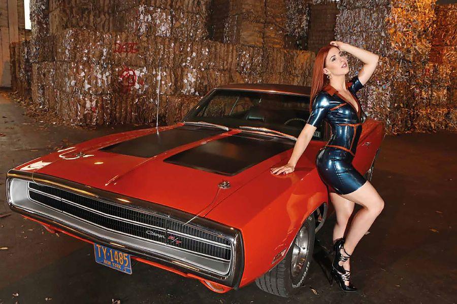 Знойные красотки и американские автомобили. Календарь 2019