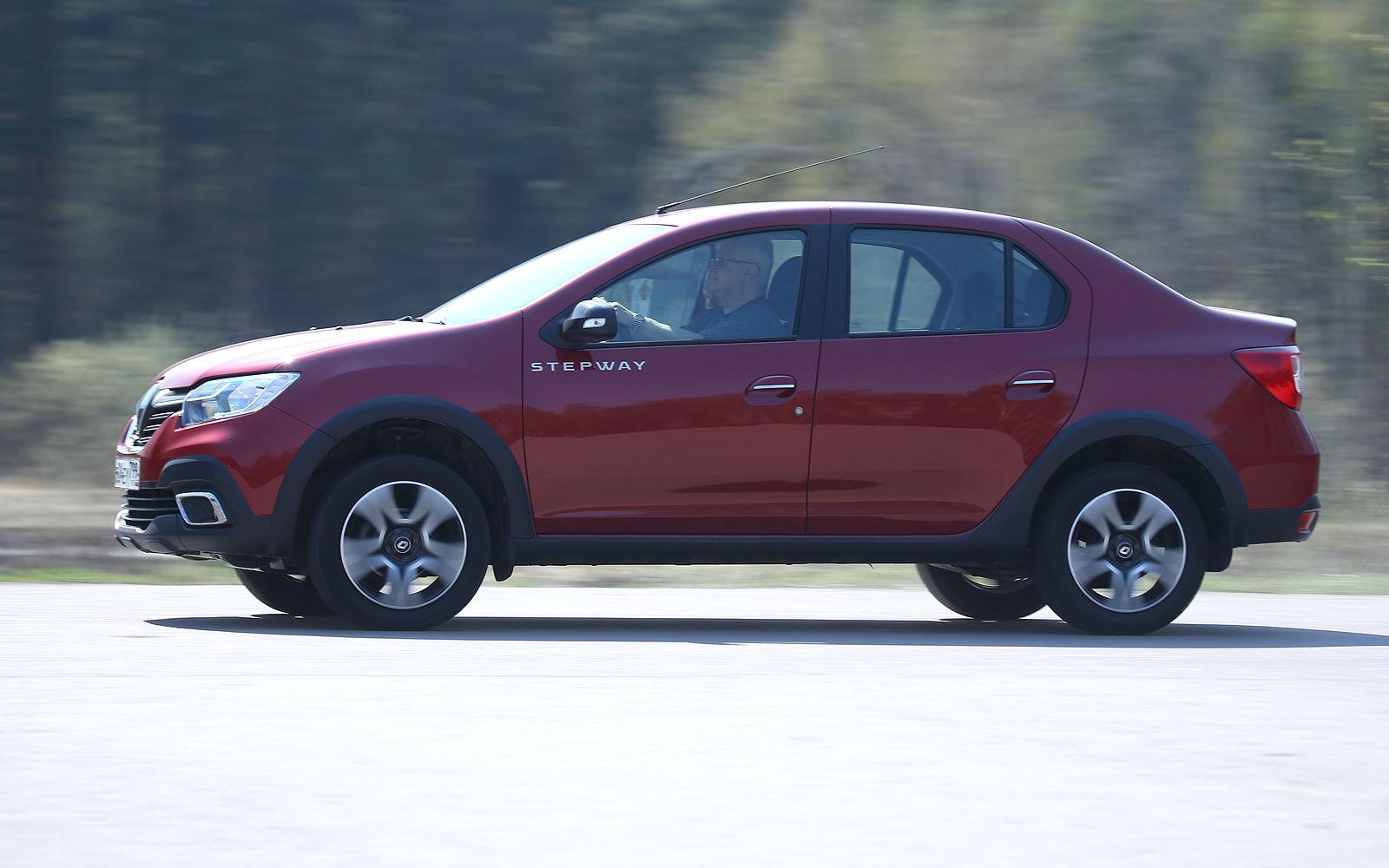 Секреты Renault Logan: сколько на самом деле в него влезает бензина?