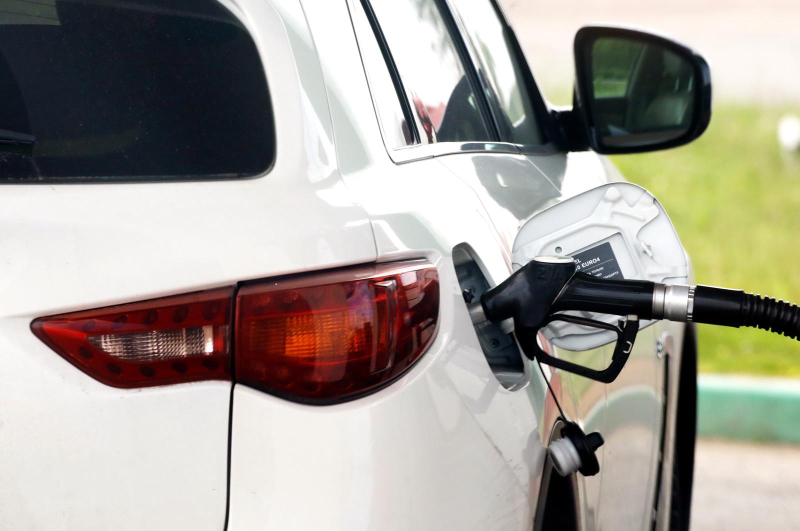 В правительстве рассказали о штрафах за недолив топлива