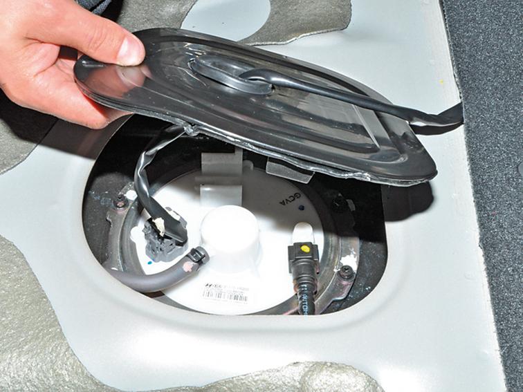 <b>Киа Рио</b> — замена топливного фильтра — журнал За рулем