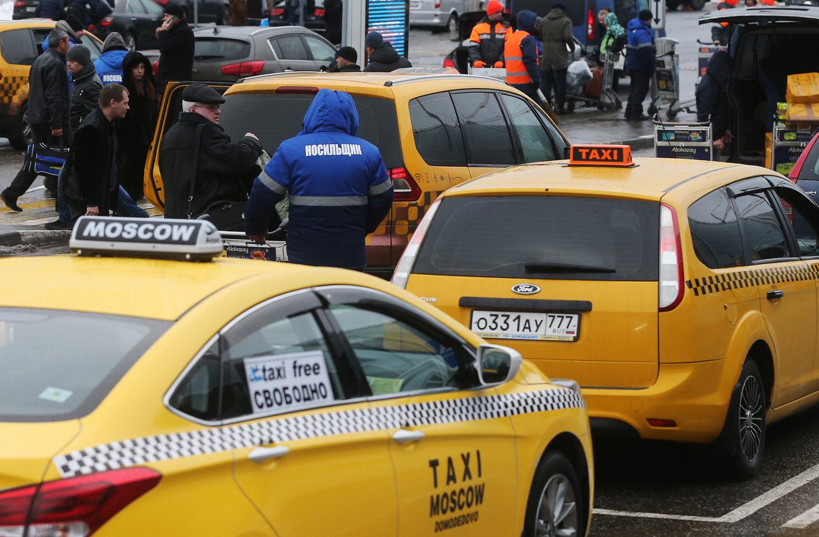 Эксперты назвали топ-5 нарушений ПДД таксистами