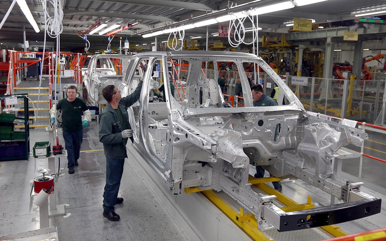 Jaguar Land Rover из-за брекзита увольняет сотрудников иприостанавливает конвейер
