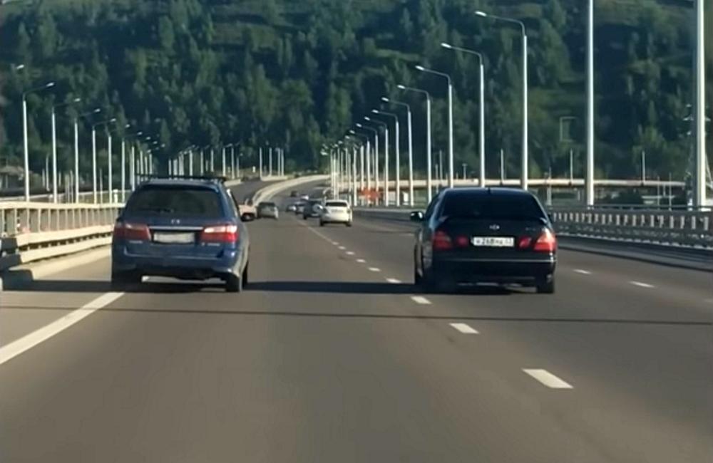 Шашечки по принуждению: водитель Лексуса заставил пенсионера на Мазде метаться по дороге