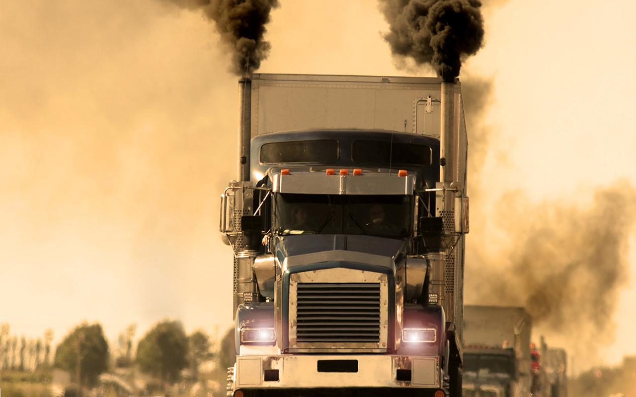 Застрял за чадящим грузовиком — что делать?
